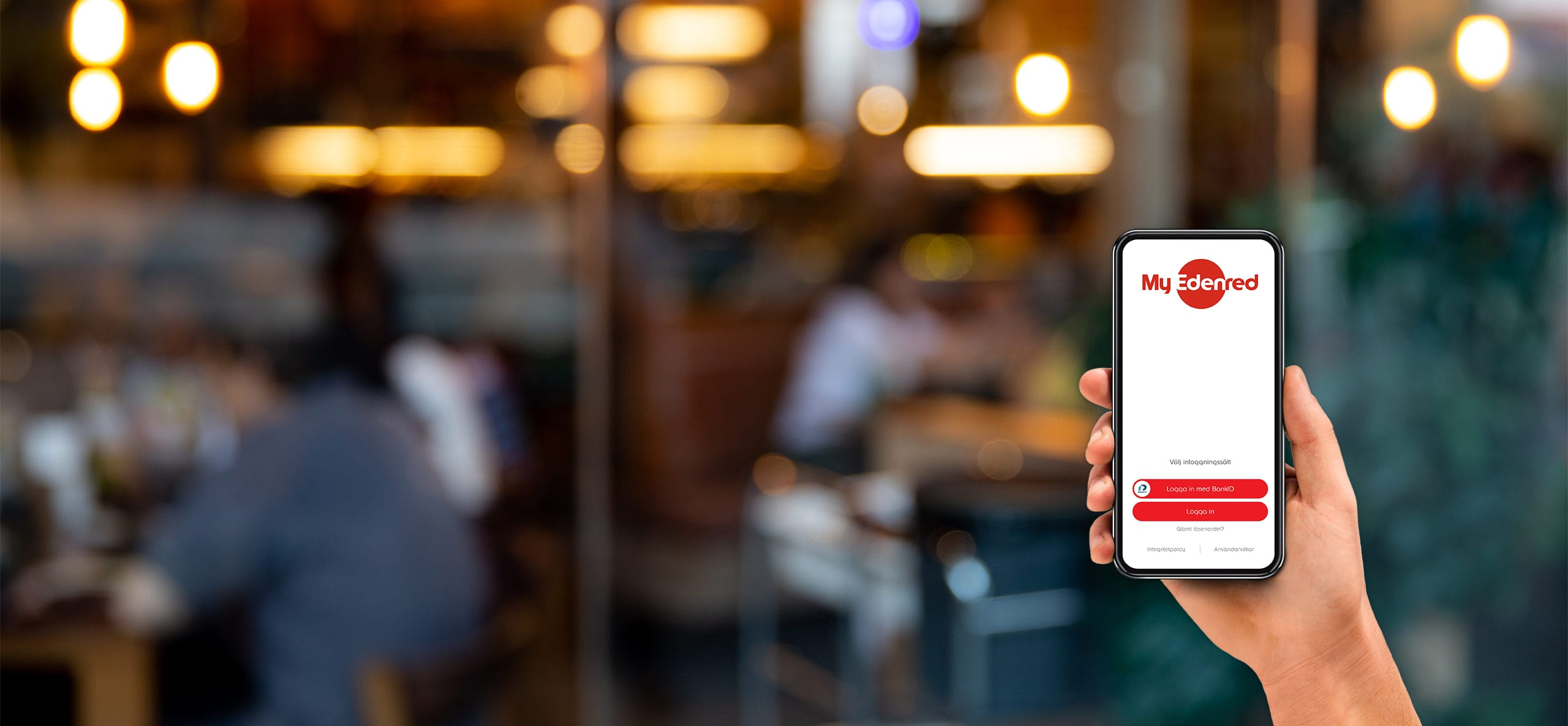 herobild med mobil i hand